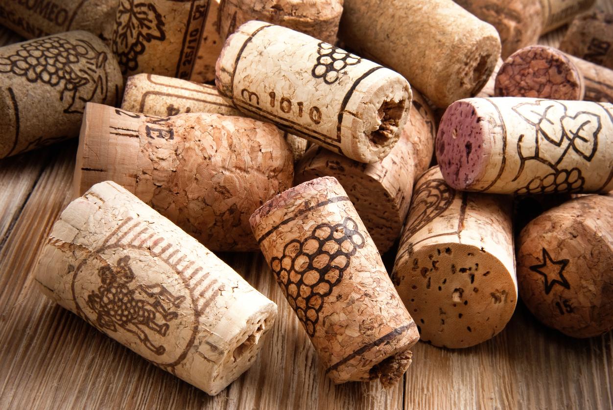Cork stoppers for wine bottles